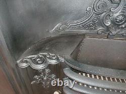 A RECLAIMED ANTIQUE VICTORIAN PRETTY CAST IRON HOB GRATE FIRE INSERT Ref FI0048