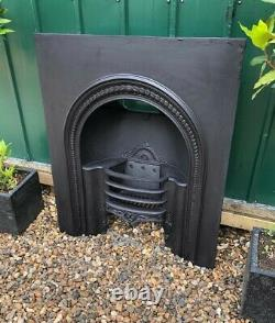 A Stunning Early Victorian Antique Cast Iron Hob Grate Insert Fireplace